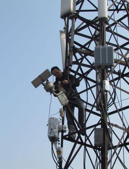 手机信号三管铁塔照片